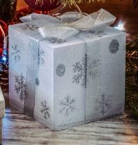 bow-box-candles-238467.jpg
