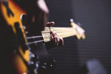 bass-guitar-chord-close-up-96380