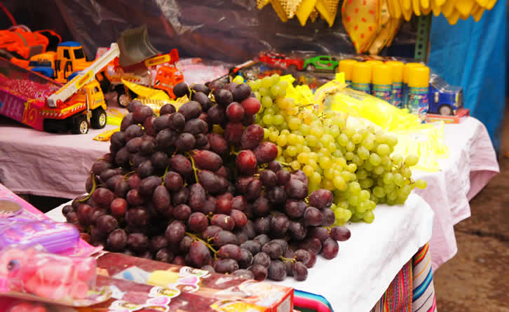 grapes-typical-rituals-new-year