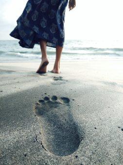 barefoot-beach-blur-1173804
