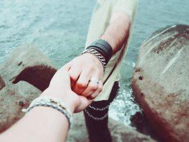 couple-follow-me-friendship-7707