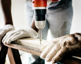 builder-carpenter-close-up-1251176